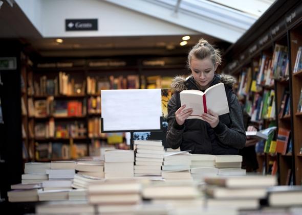 140904_EDGOPT_BookstoreGirl.jpg.CROP.promovar-mediumlarge